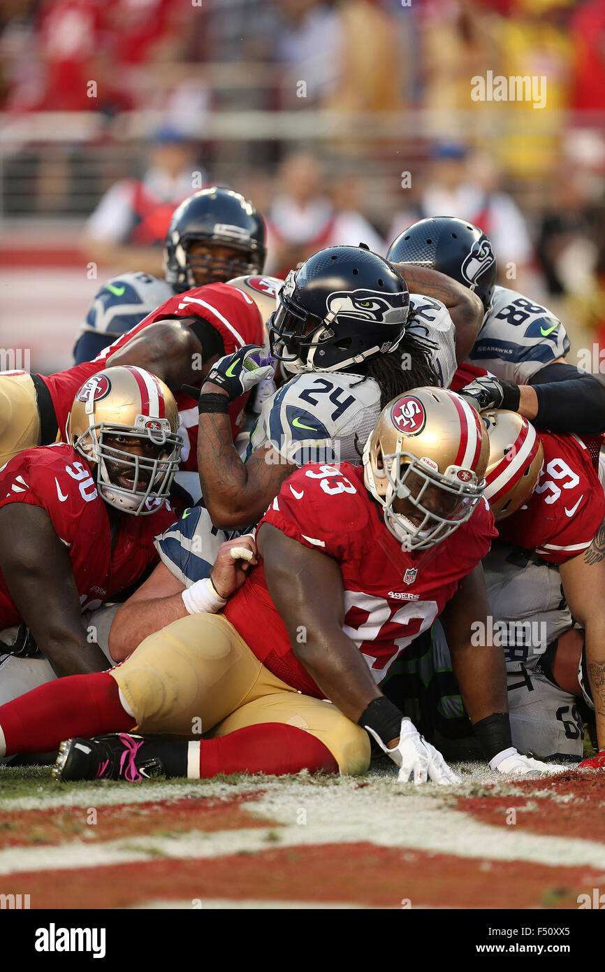 Santa Clara, CA. 22nd Oct, 2015. Seattle running back Marshawn Lynch goes over the top for the games first touchdown - Stock Image