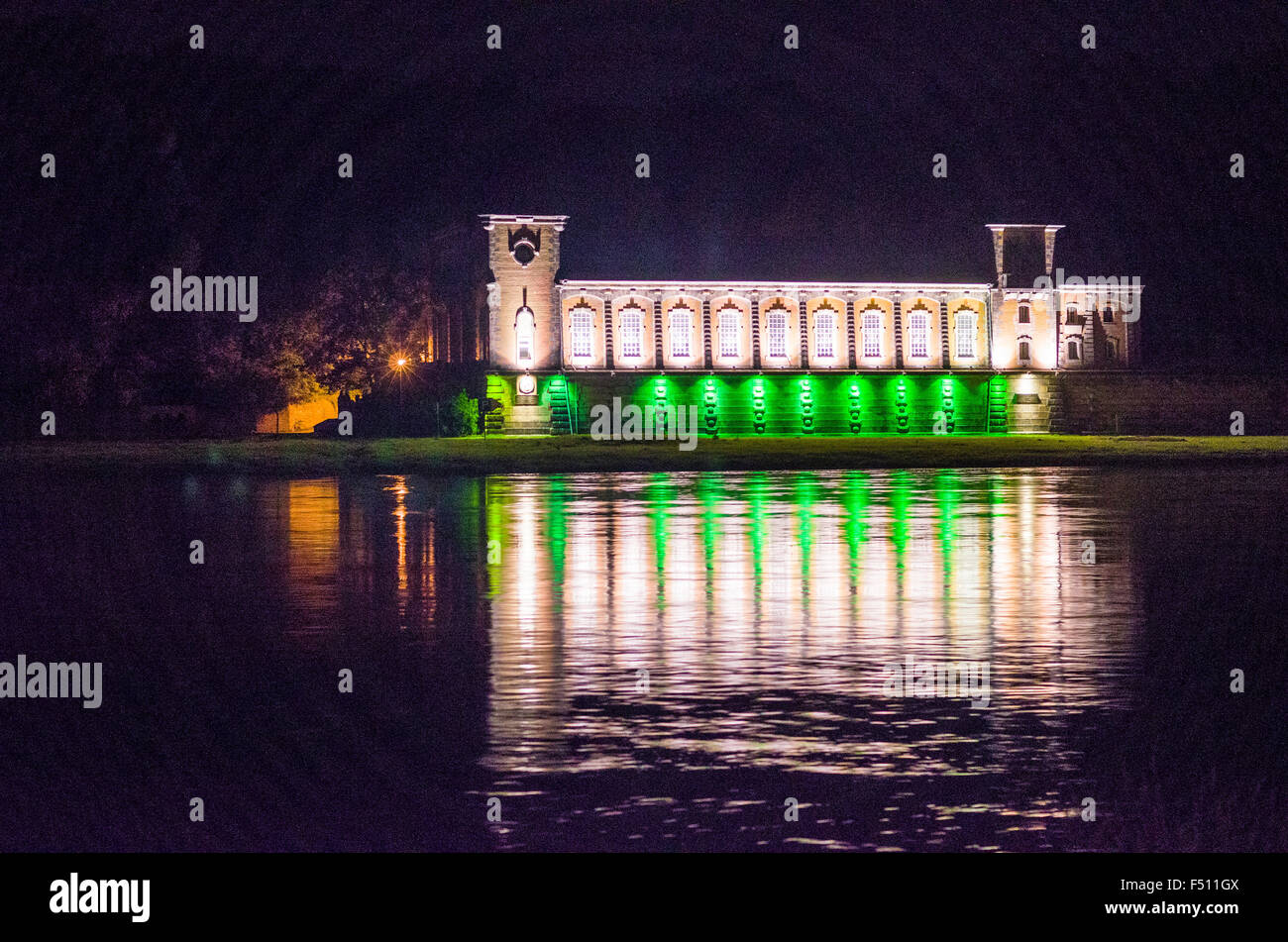 The water works Saloppe, mirroring at night in the river Elbe - Stock Image