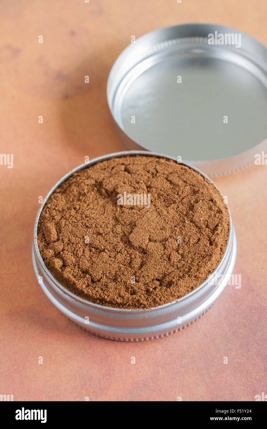English dry snuff a smokeless tobacco made from ground tobacco leaves designed to be sniffed - Stock Image