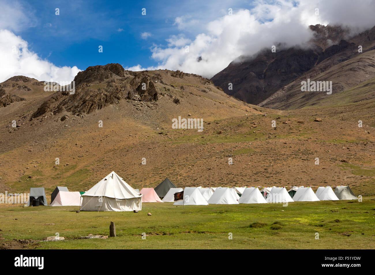 India, Himachal Pradesh, Spiti, Chandra Taal, Full Moon Lake camp site, seasonal tourist accommodation tents - Stock Image