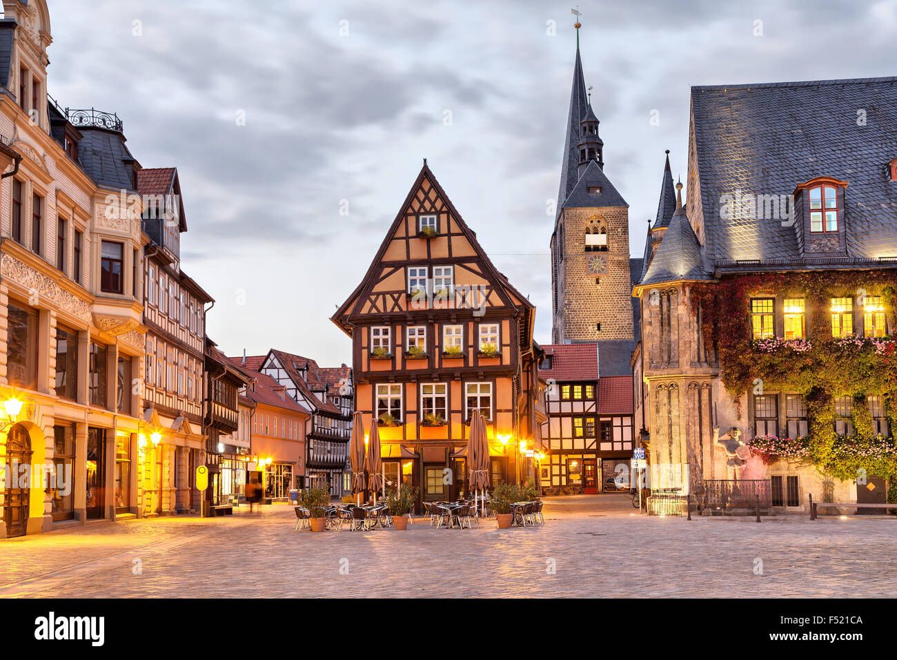 Half-timbered house on Market Square of Quedlinburg in the evening, Saxony-Anhalt, Germany - Stock Image