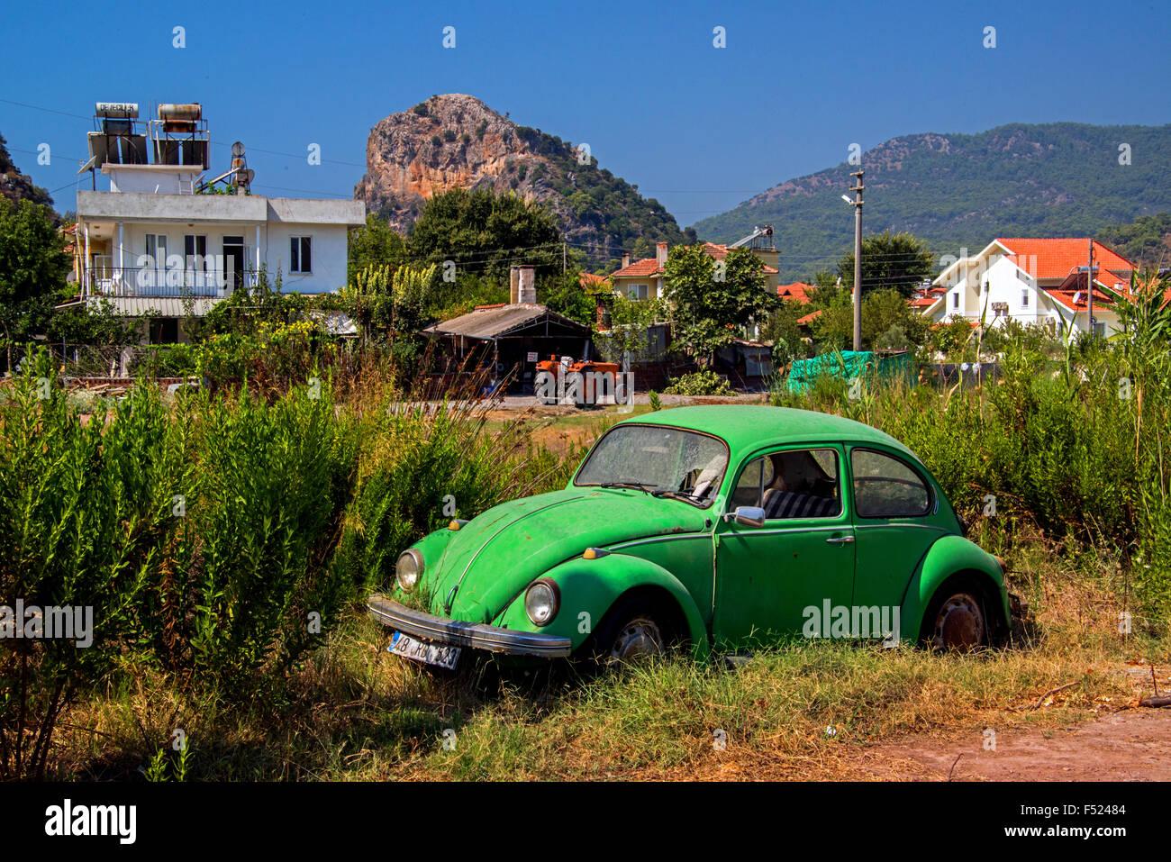 An abandoned Beetle VW1302. Reg 48 RD 523. Location.Emin Tezcan, Sokak, (TN-27) Dalyan, Mugla province. Turkey. - Stock Image