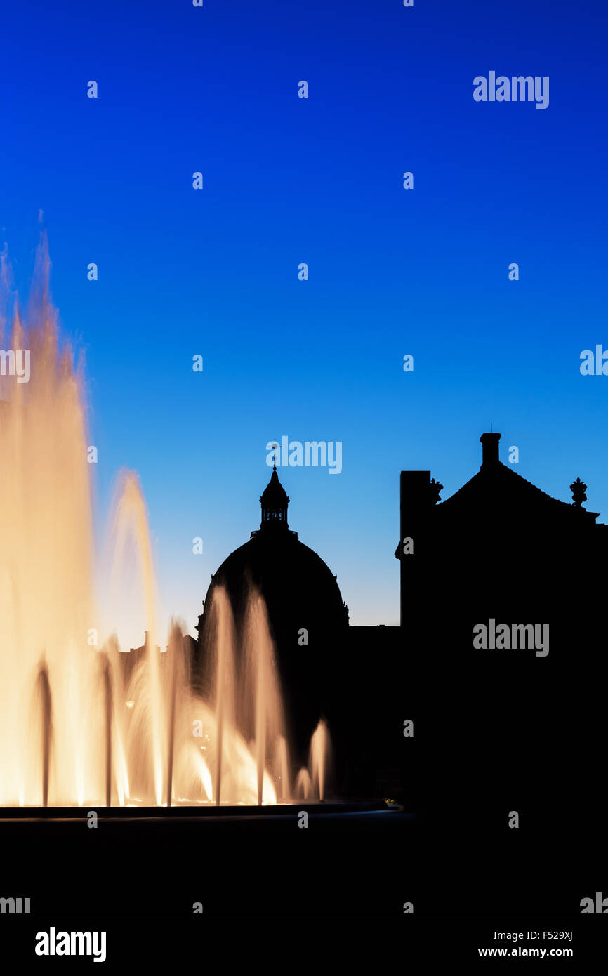 The Amaliehaven Fountain at sunset and the Amalienborg Palace in the background, Copenhagen, Denmark - Stock Image