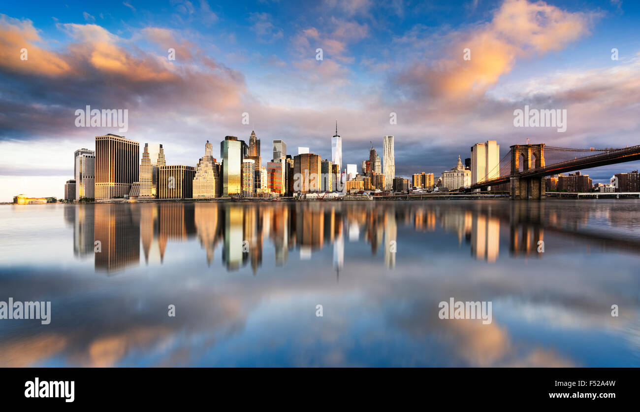 New York City - beautiful sunrise over manhattan with manhattan and brooklyn bridge USA - Stock Image
