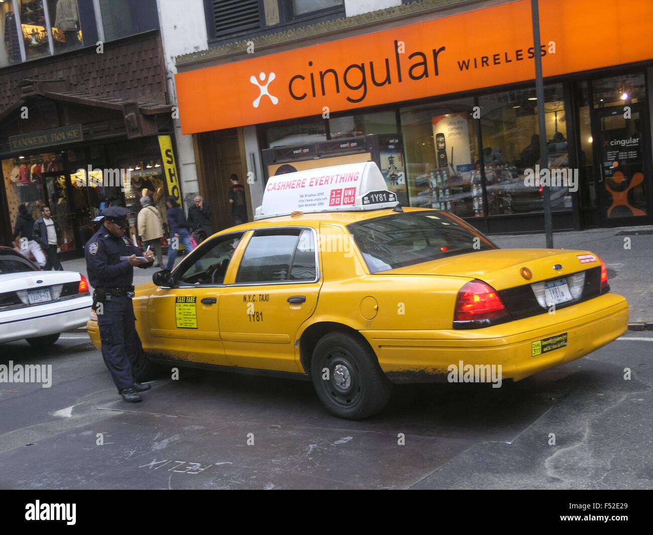 New York Yellow cab getting a ticket, New York, USA Stock Photo