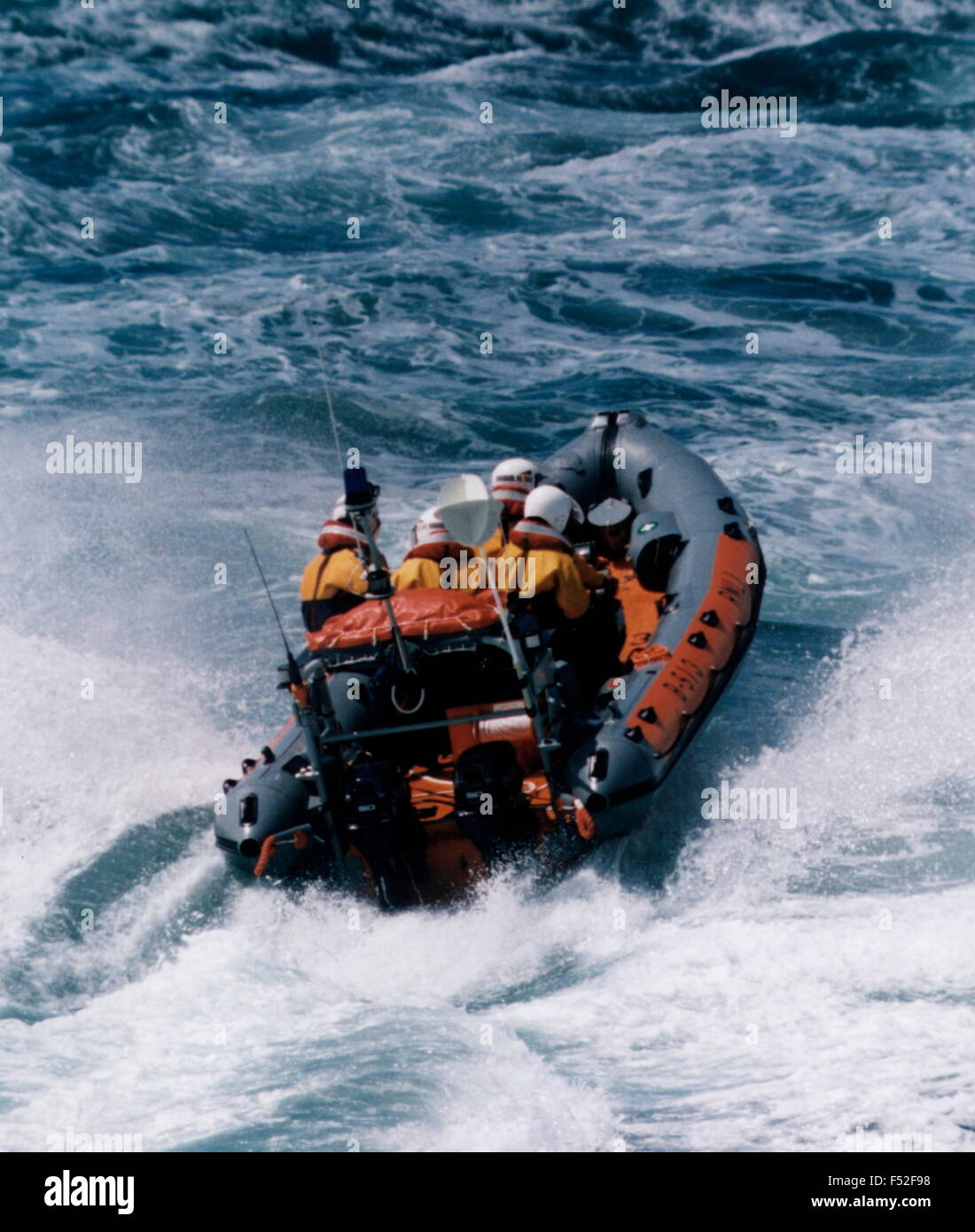 AJAXNETPHOTO. SOLENT, ENGLAND. - RNLI RIB - A ROYAL NATIONAL LIFEBOAT INSTITUTION RIGID INFLATABLE RESCUE BOAT AT - Stock Image