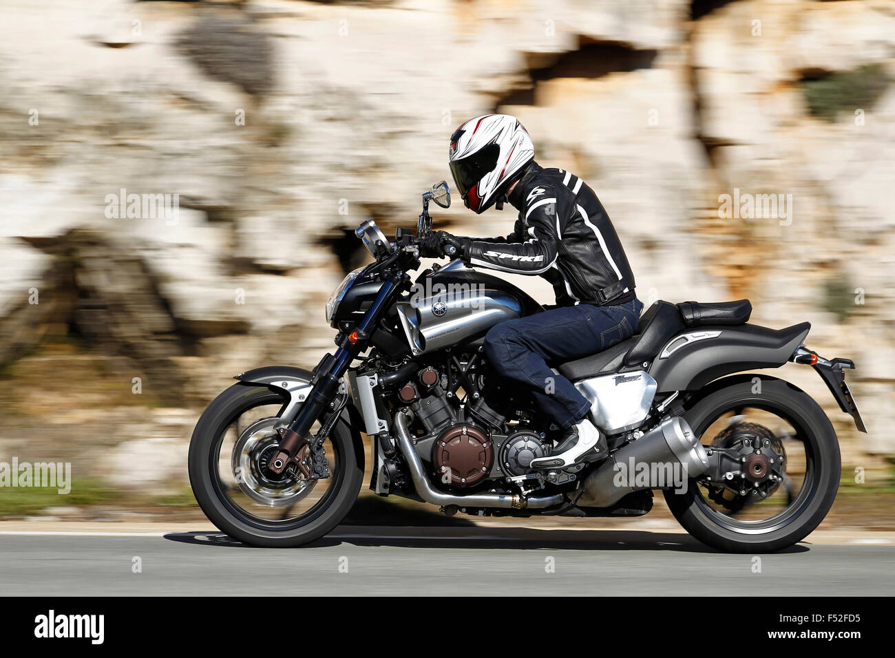Motorcycle, Speedbike, Yamaha Vmax, panned, left side, year