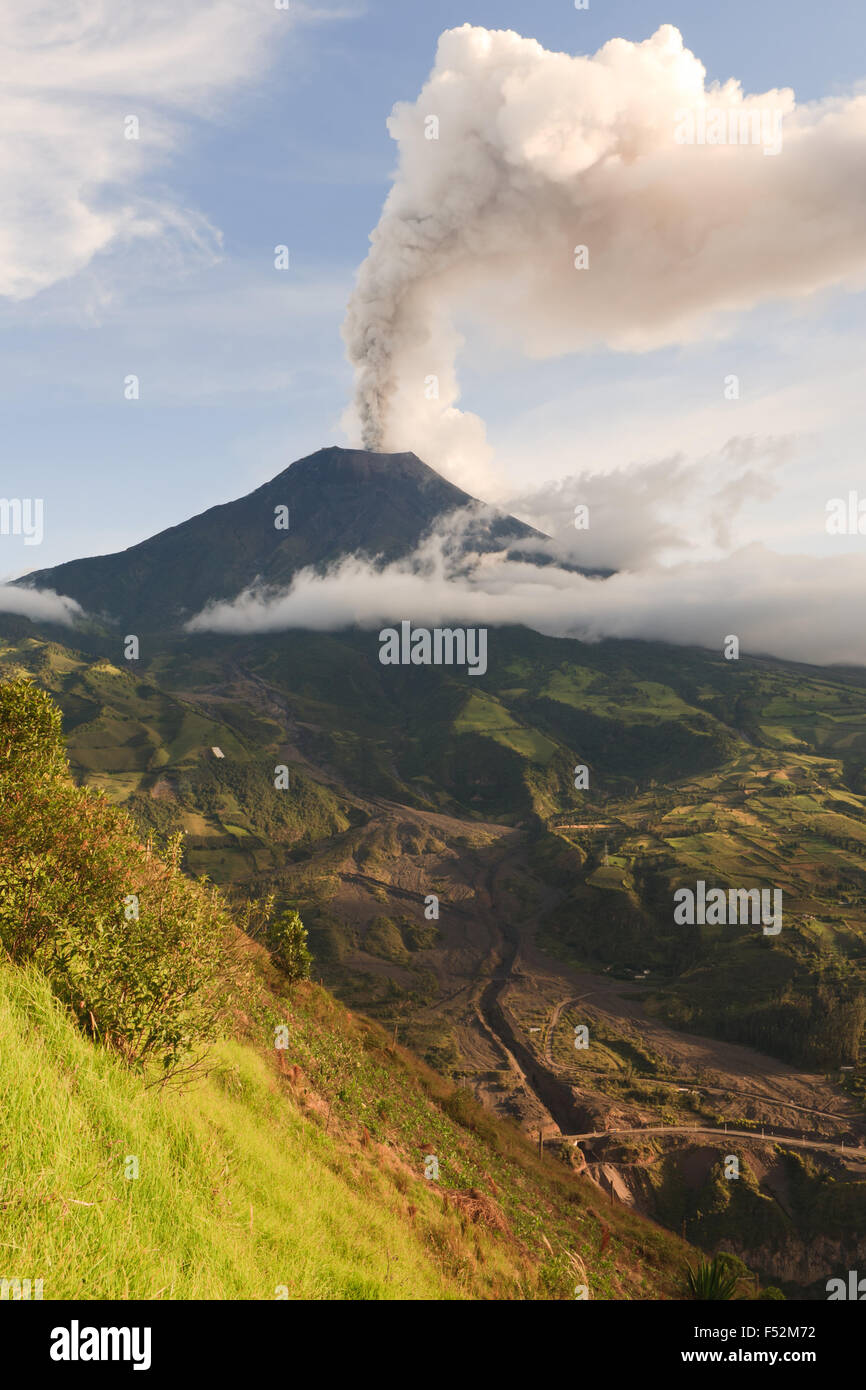 Tungurahua Volcano Smoking 29 11 2010 Ecuador South America 4Pm Local Time - Stock Image