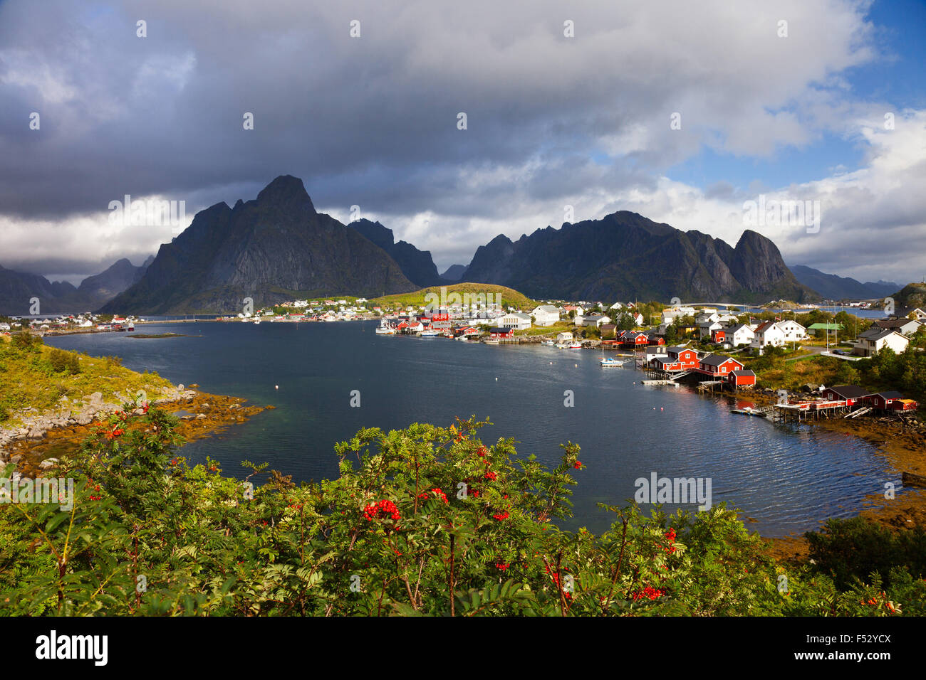 Reine, village, mountains, Olstinden, Festhelltinden, Lofoten, Norway - Stock Image