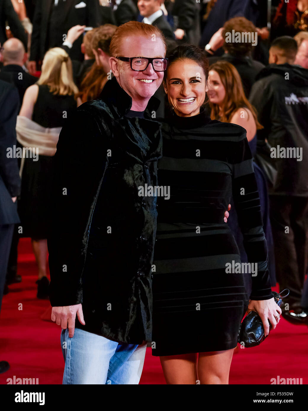 London, UK. 26th Oct, 2015. Chris Evans and Natasha Shishmanian on the red carpet for the The CBTF Royal Film Performance - Stock Image