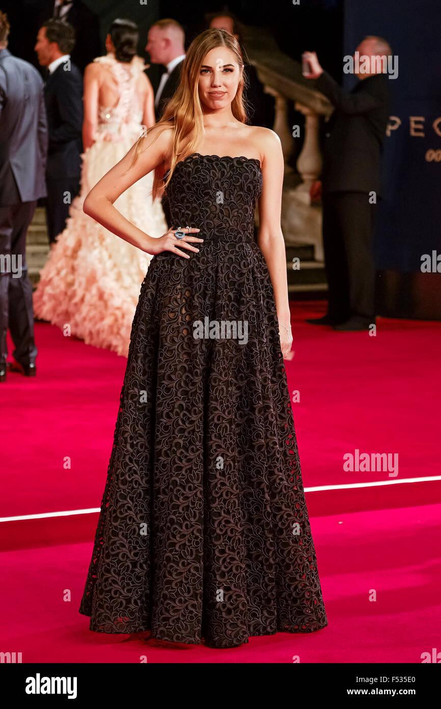 London, UK. 26th Oct, 2015. Amber Le Bon arrives on the red carpet for the The CBTF Royal Film Performance 2015: - Stock Image