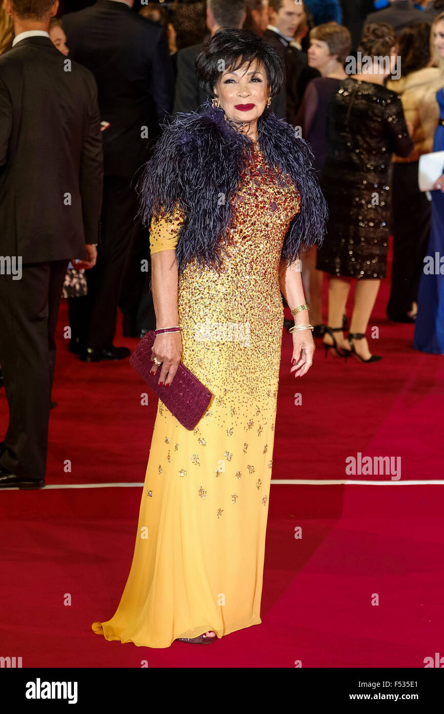 London, UK. 26th Oct, 2015. Dame Shirley Bassey arrives on the red carpet for the The CBTF Royal Film Performance - Stock Image