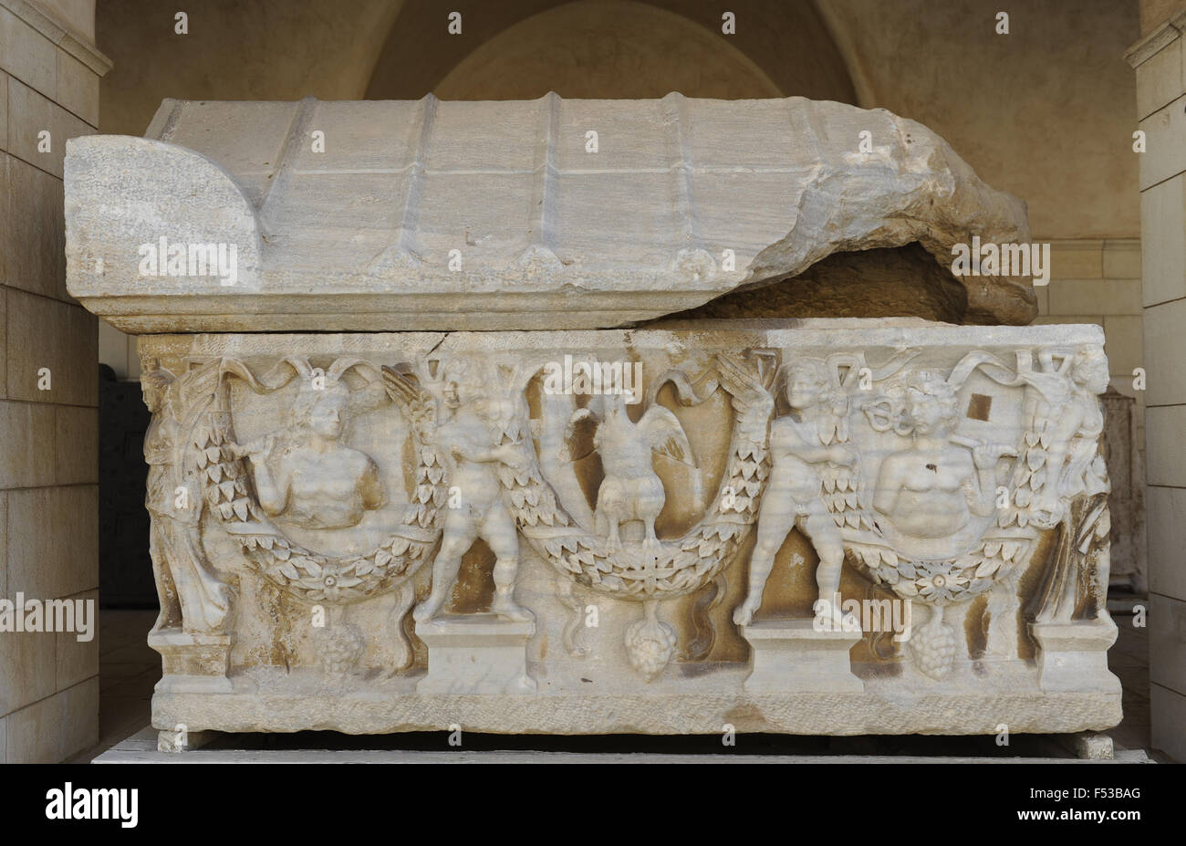 Garland sarcophagus. Marble. Tel Mevorah. Roman period, 3rd century CE. Decorated with floral garlands and deities. - Stock Image