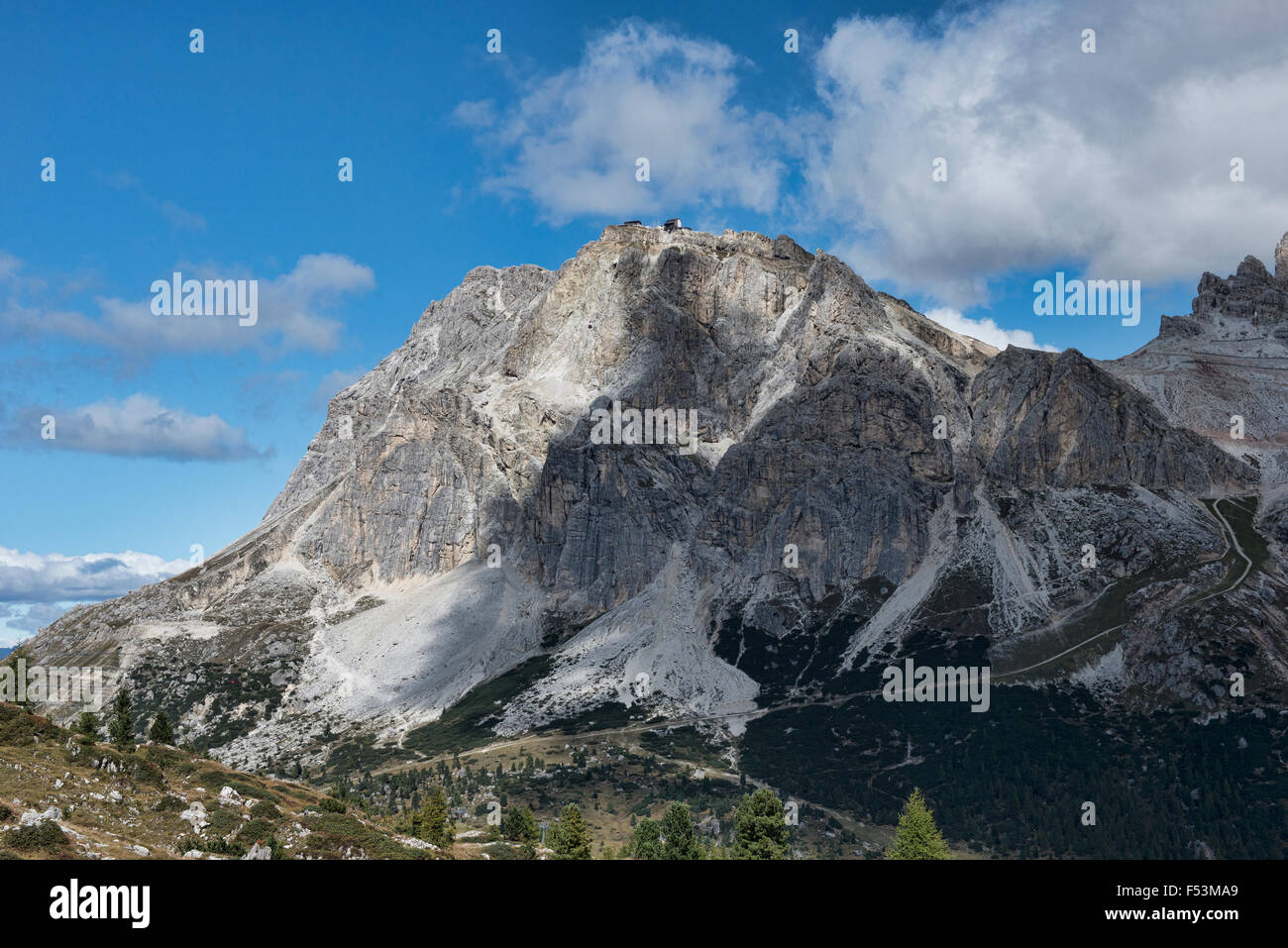 Looking out at the Lagazuoi Refuge from Nuvolau, Dolomites, Belluno, Italy - Stock Image