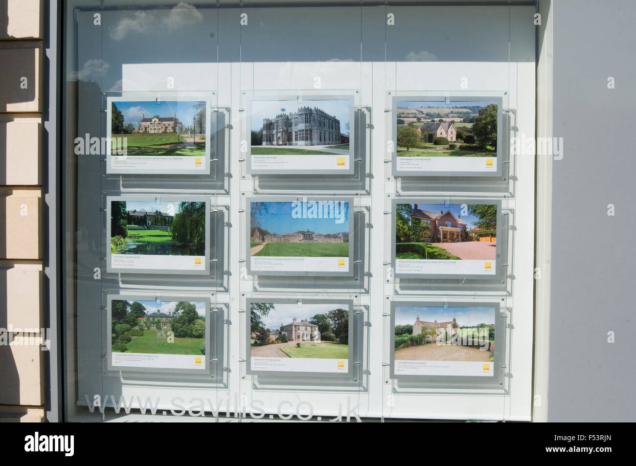 estate agents window house house for sale in Realtor relator's agents proprty price price home homes move moving - Stock Image
