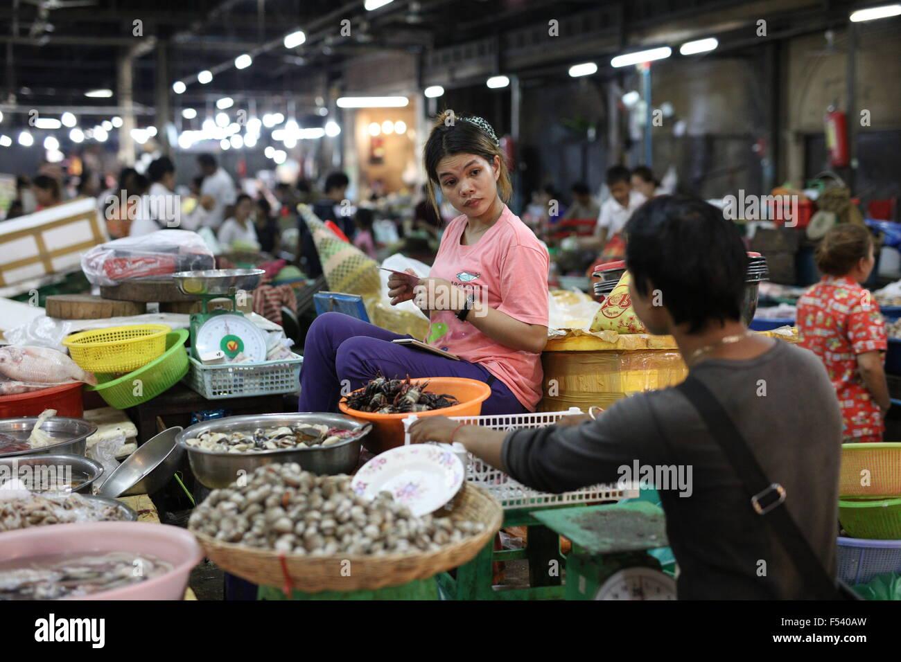 fish monger on cambodian market - Stock Image