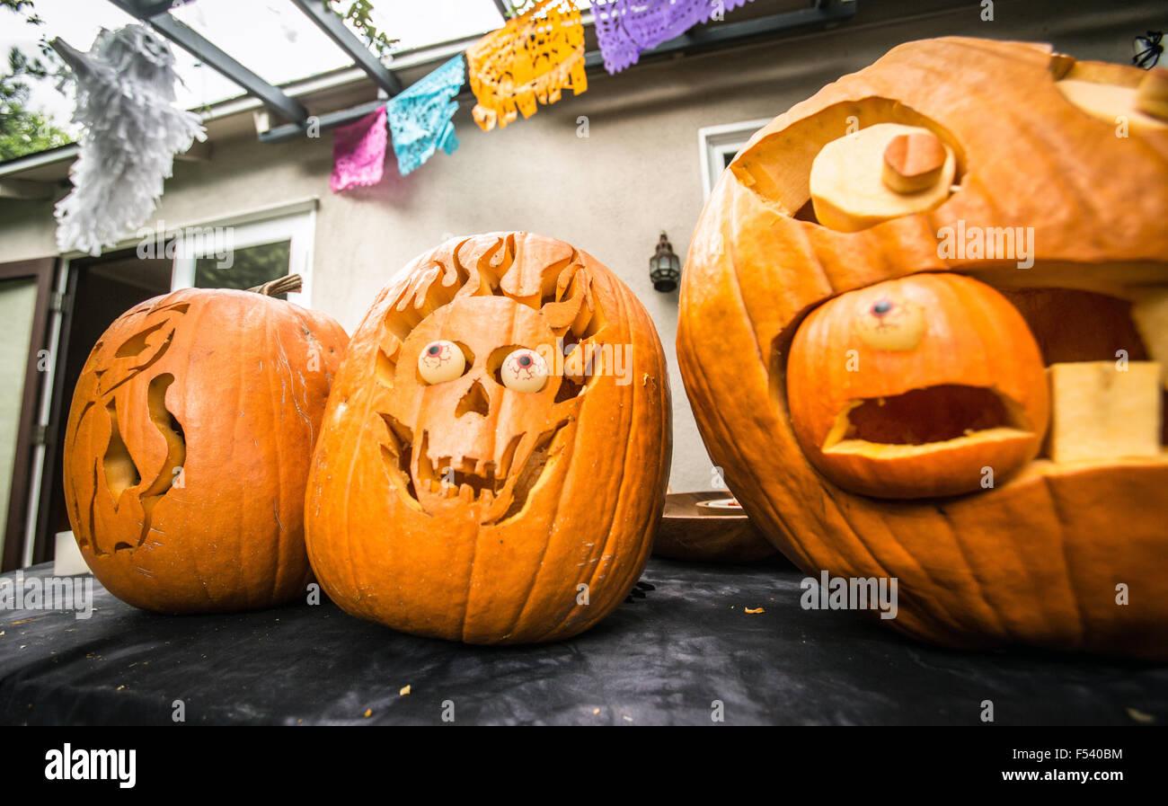 halloween pumpkin carving stock photos & halloween pumpkin carving