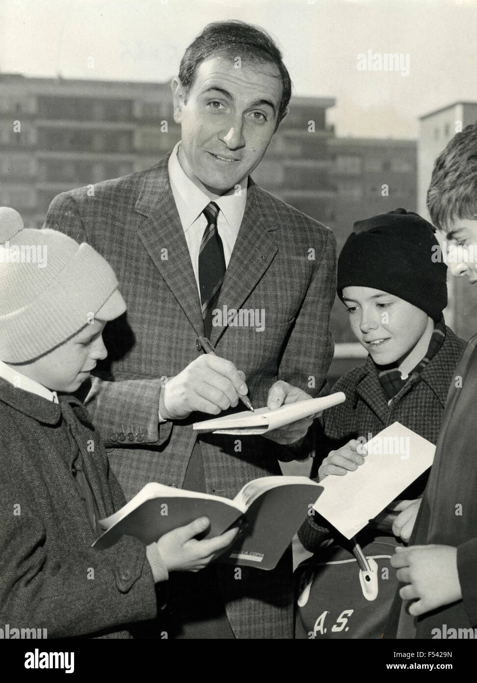 The Italian presenter Pippo Baudo signs an autograph for children - Stock Image
