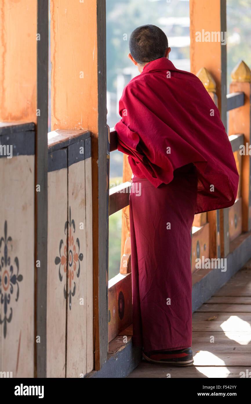 Buddhist monk on the Punakha Dzong bridge, Bhutan - Stock Image