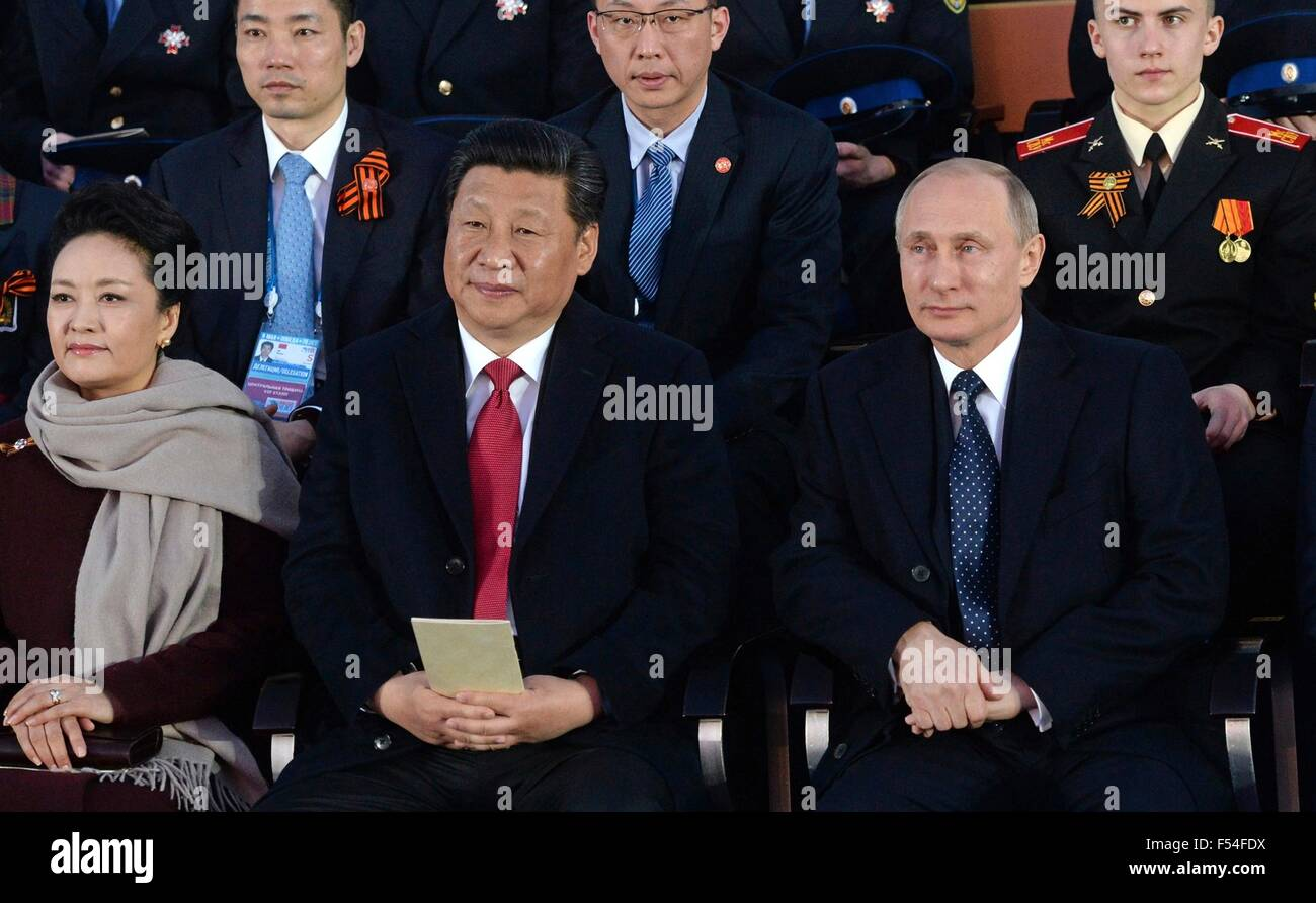 Russian President Vladimir Putin sits with Chinese President  Xi Jinping and his wife Peng Liyuan during a gala - Stock Image