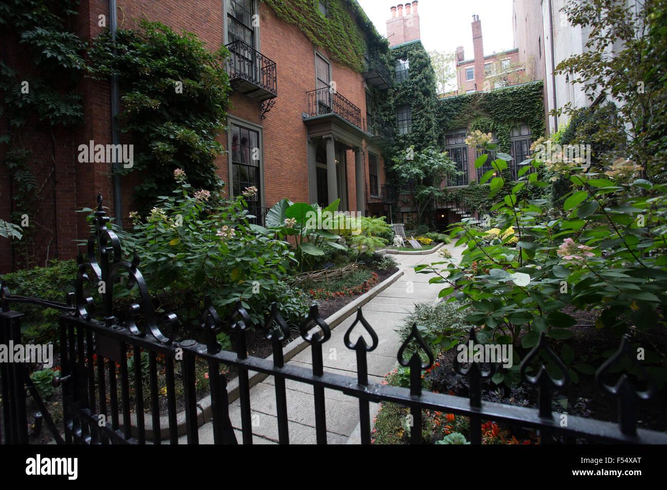 boston beacon hill house front yard garden - Stock Image