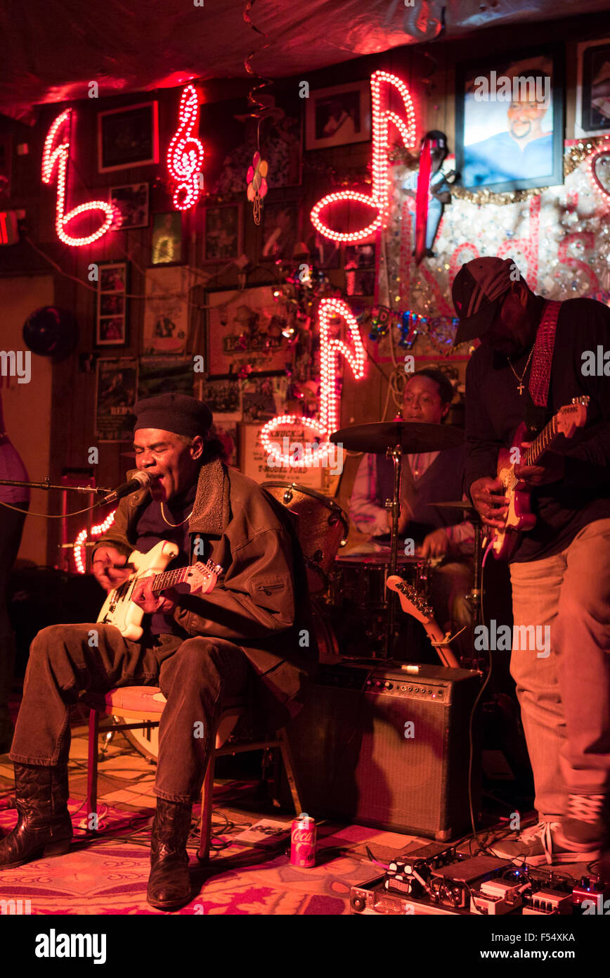 Blues band, guitarist, drums, vocals in live performance on stage at Red's Lounge Blues Club in Clarksdale, - Stock Image
