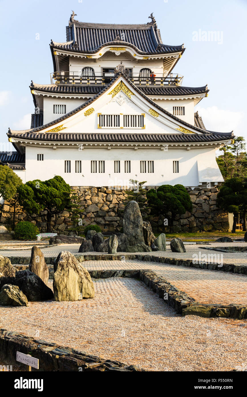 Japan, Osaka, Kishiwada castle, Chikiri-jo. Sotogata style Tenshu, Tensyukaku, keep, seen from across rock garden. - Stock Image