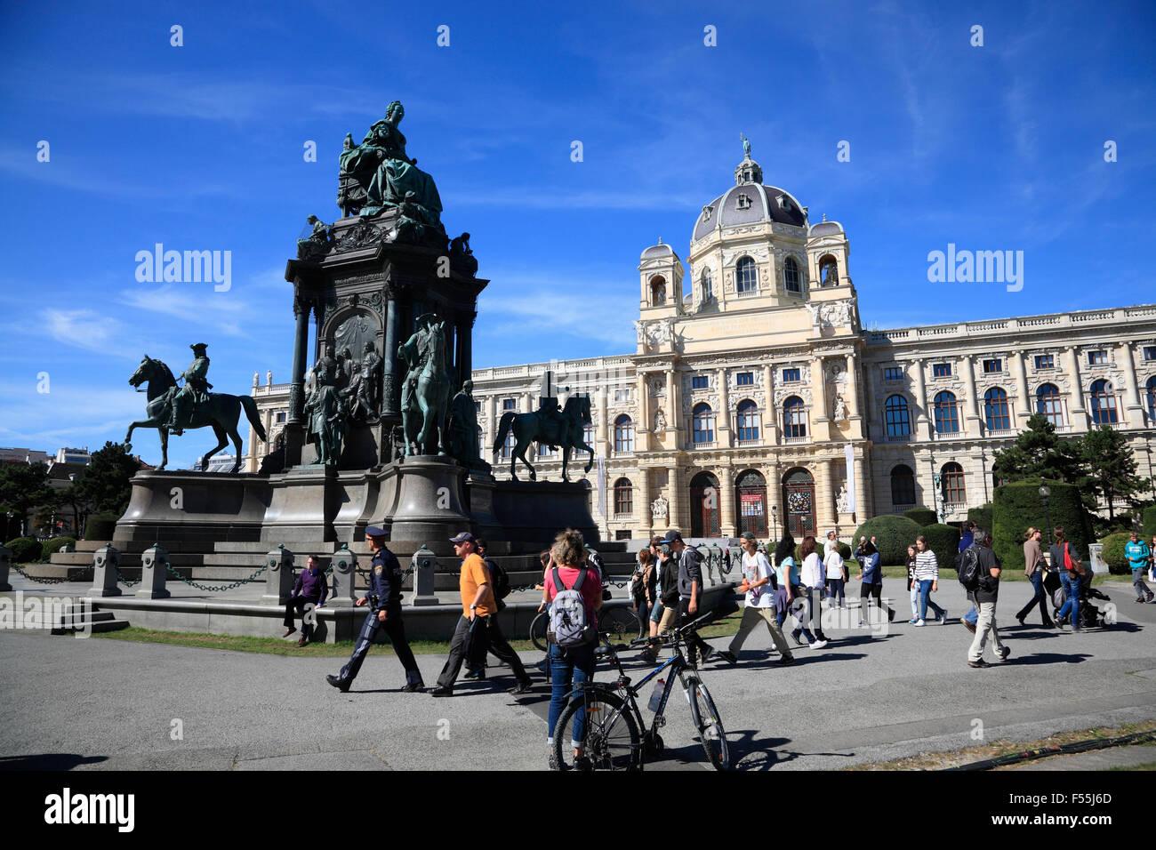 Naturhistorisches Museum  (museum of natural history)  und Maria Theresien square, Vienna, Austria, Europe - Stock Image