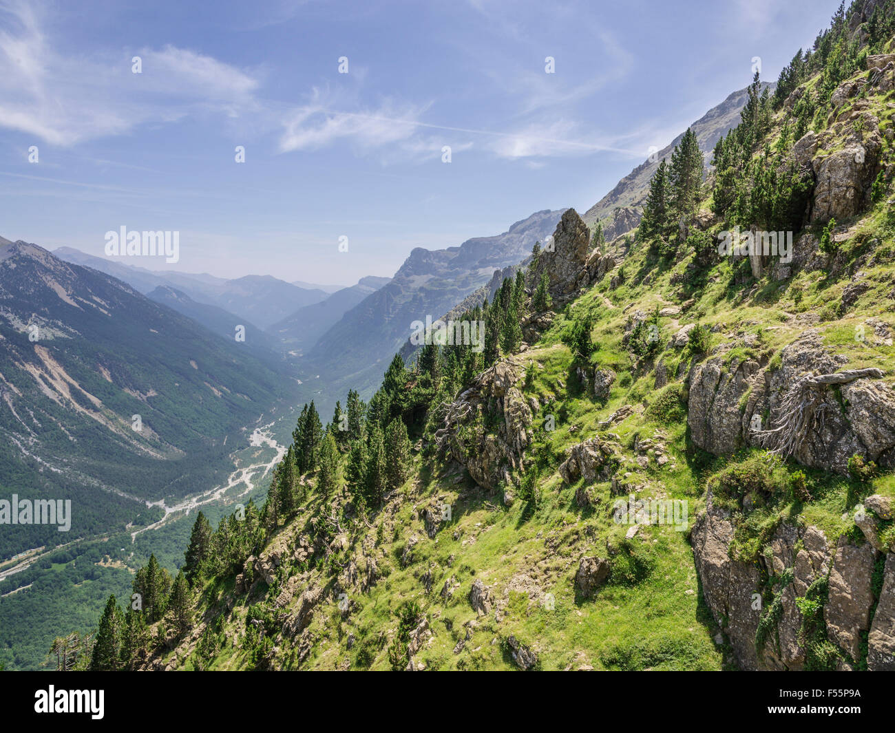 Hiking trail on Faja de la Tormosa, Valle de Pineto, Aragon, Spain Stock Photo