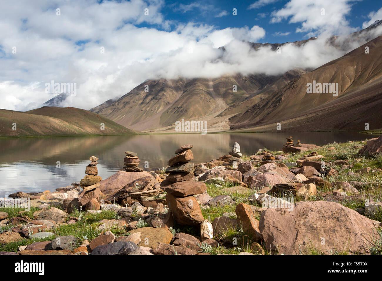 India, Himachal Pradesh, Spiti, Chandra Taal, Full Moon Lake, early morning, stone cairns on lake shore - Stock Image