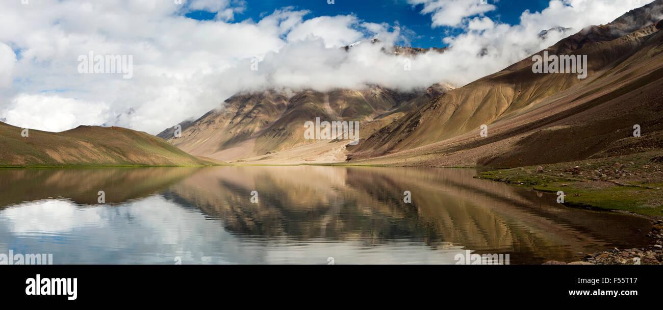 India, Himachal Pradesh, Spiti, Chandra Taal, Full Moon Lake shore early morning, panoramic - Stock Image