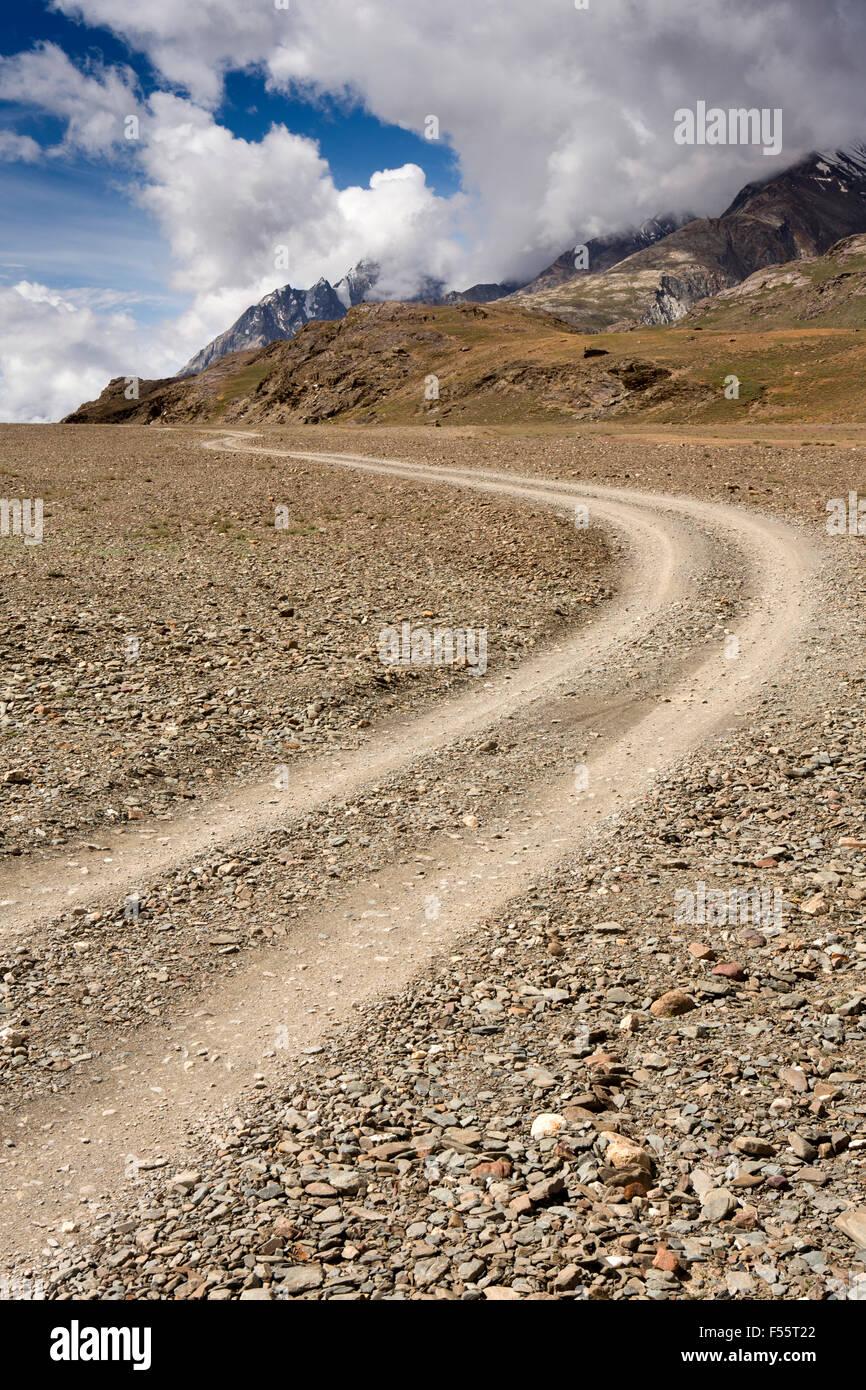 India, Himachal Pradesh, Spiti, Chandra Taal, rough road to Kunzum La pass - Stock Image