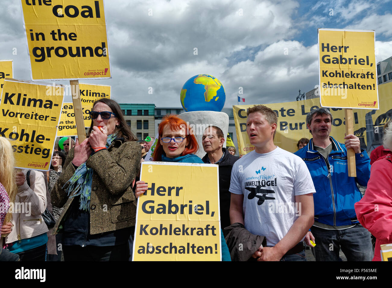 19.05.2015, Berlin, Berlin, Germany - Protest demonstration of Aktionsbuendnisses Campact against the lignite power Stock Photo