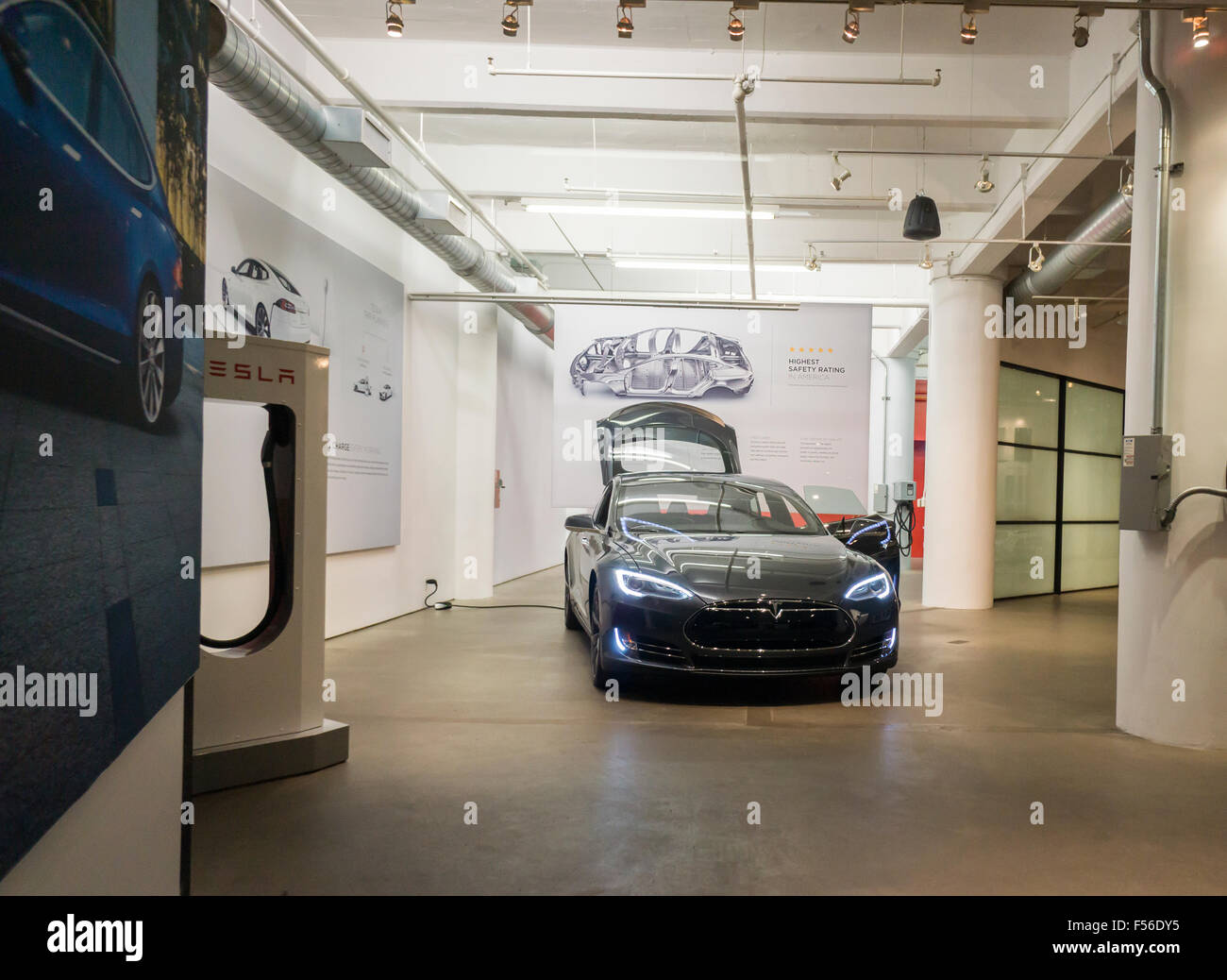A Tesla Model S sits alone in the Tesla showroom in New York on Tuesday, October 20, 2015. Consumer Reports has - Stock Image