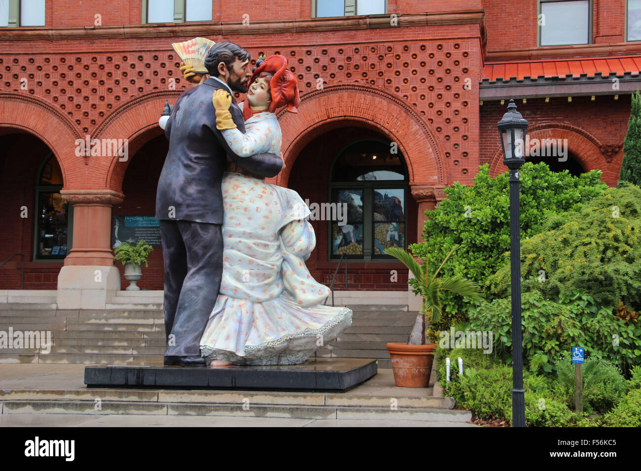 gigantic dancing couple, ballroom dancers statute in key west art and history museum or old post office and custom - Stock Image