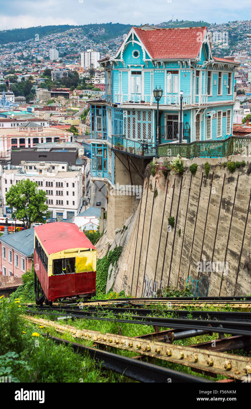 Passenger carriage of funicular railway in Valparaiso, Chile - Stock Image