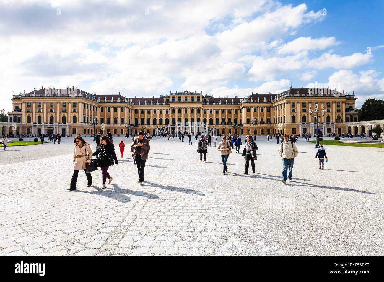 VIENNA, AUSTRIA - SEPTEMBER 29, 2015: tourists go from Schloss Schonbrunn palace to main entrance. Schonbrunn Palace - Stock Image