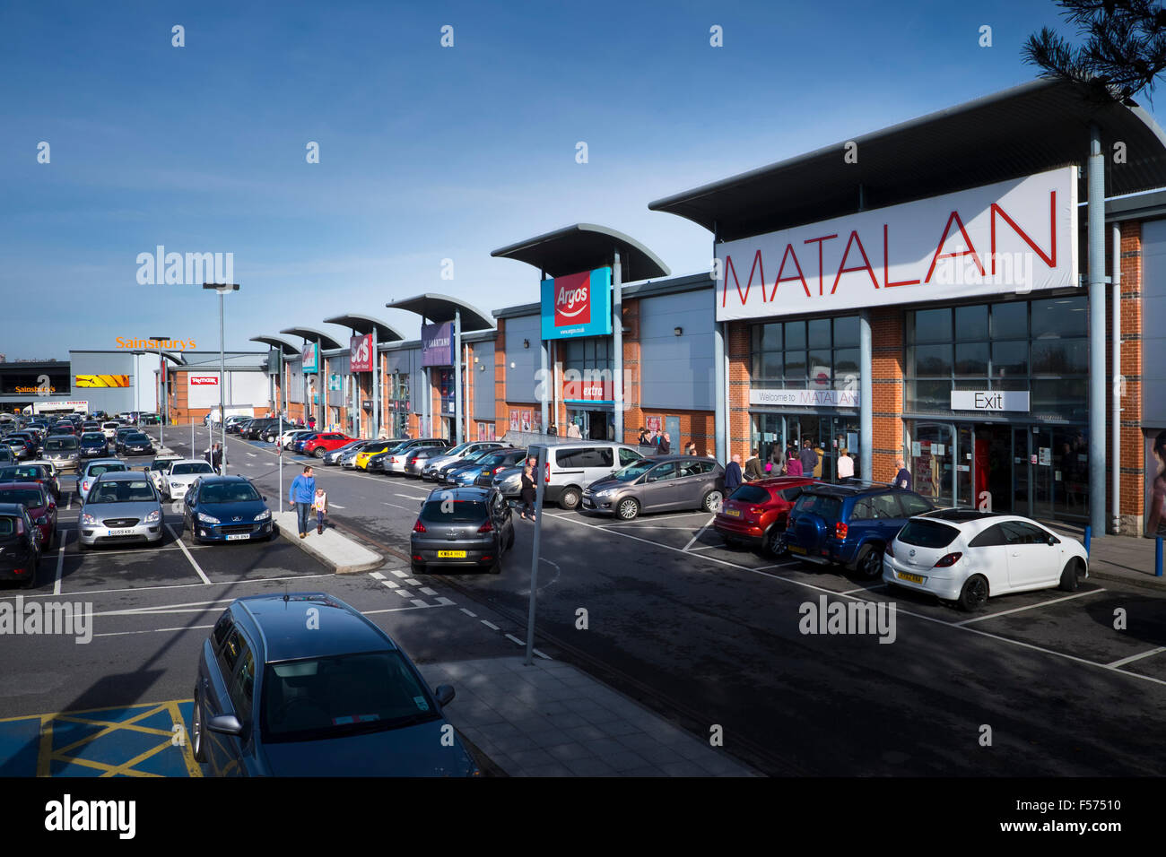 Out of town stores retail park England Stock Photo