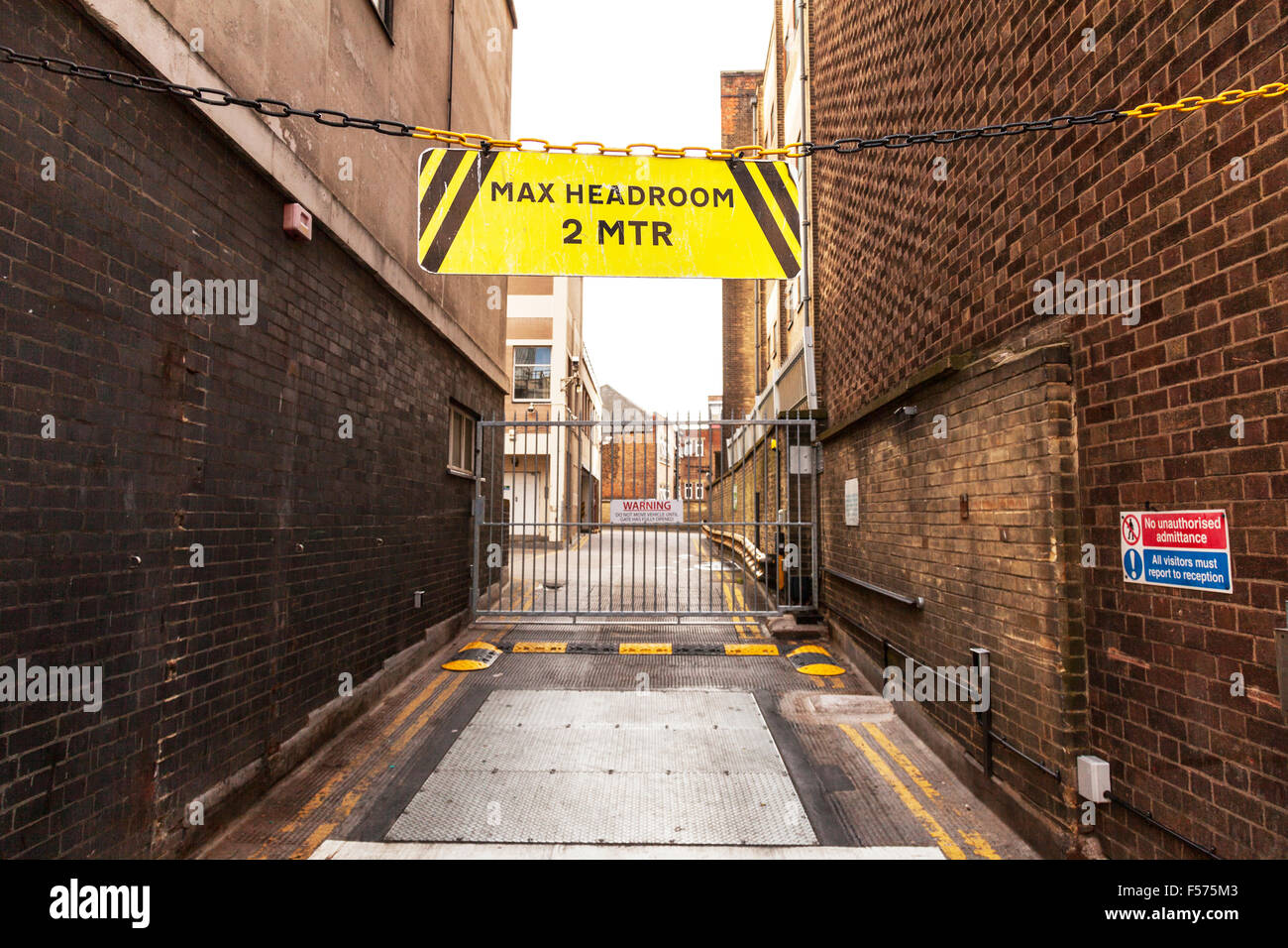 Max headroom maximum clearance 2 MTR meters warning sign danger above room - Stock Image