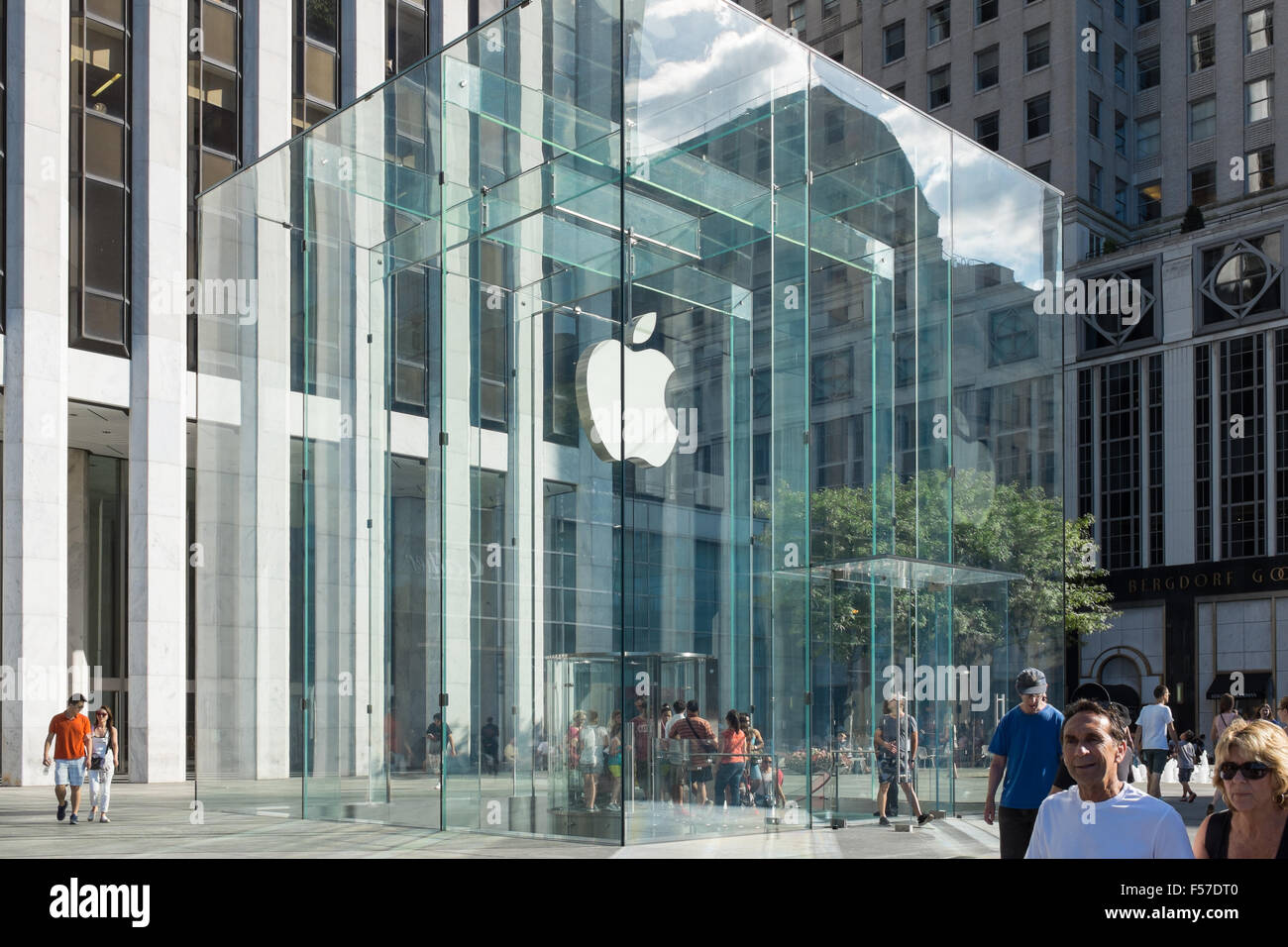 Ubrugte Large glass entrance to Apple Store in Fifth Avenue, Manhattan TN-79
