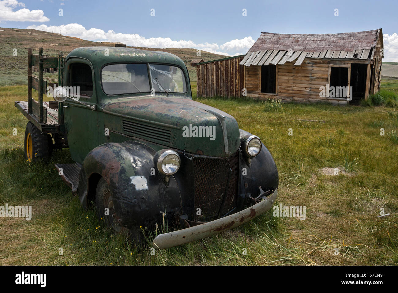 Vintage car built in the 30s, old wooden house, ghost town, old gold mining town, Bodie State Historic Park, Bodie, - Stock Image