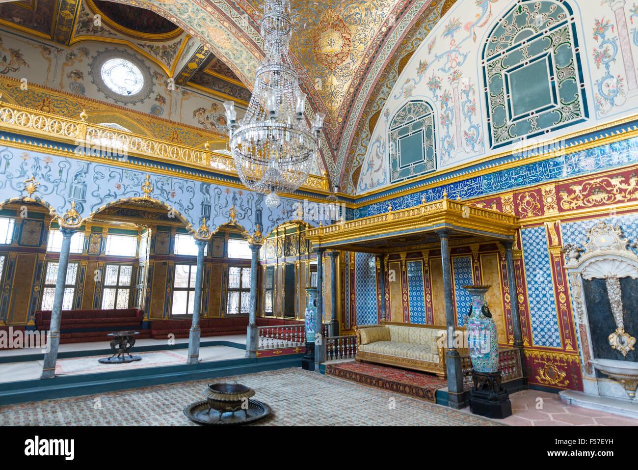 Imperial Hall, Hünkar Sofas, ceremonial room in the Topkapi Palace, Istanbul, Turkey - Stock Image