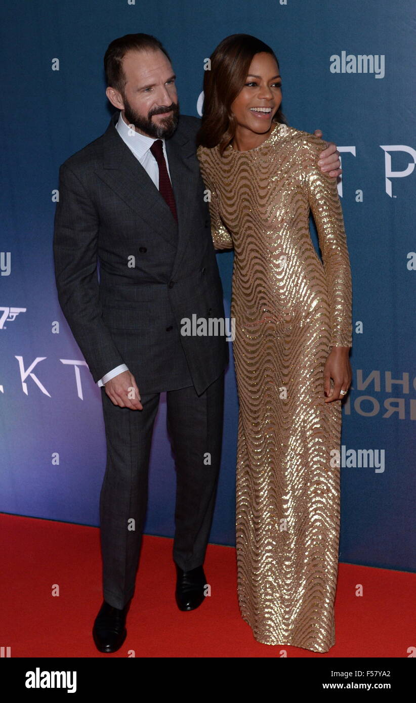 Moscow, Russia. 29th Oct, 2015. English actor Ralph Fiennes (L) and British actress Naomie Harris attend the Moscow - Stock Image