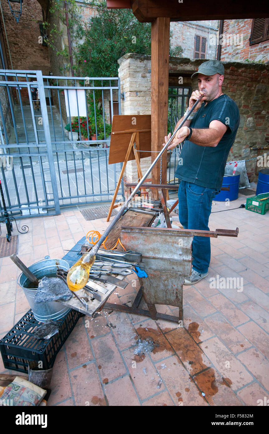 Glass artisan at work (glass-blowing) in Piegaro, medieval village, Umbria, Italy - Stock Image