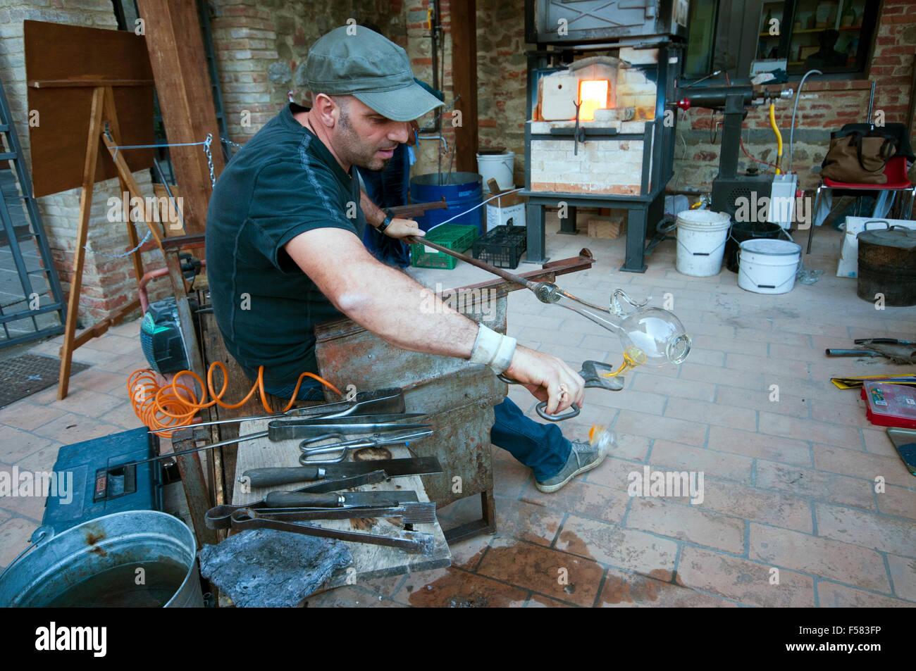 Glass artisan at work in Piegaro, medieval village, Umbria, Italy - Stock Image