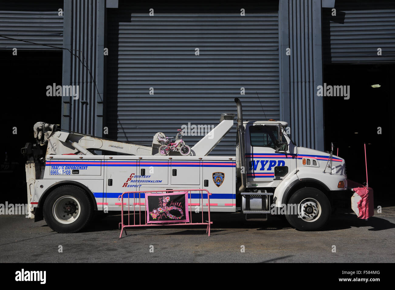 Heavy NYPD police tow truck parking in Violation tow Service pier 76 tow pound. at west side of Manhattan New York - Stock Image