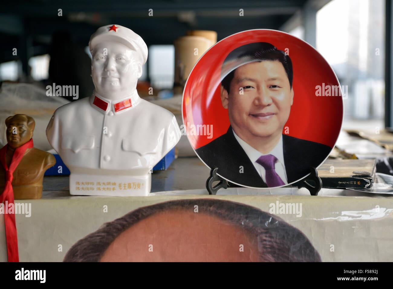 Memorabilia of Chinese president Xi Jinping is on sale with that of Mao Zedong in Panjiayuan flea market in Beijing, - Stock Image
