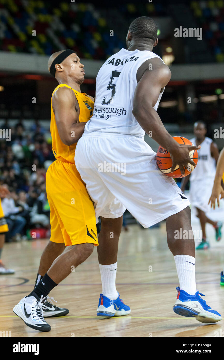 London, UK. 29th Oct, 2015. London Lions' new recruit Andre Lockhart (6) defends against Manchester Giants' - Stock Image