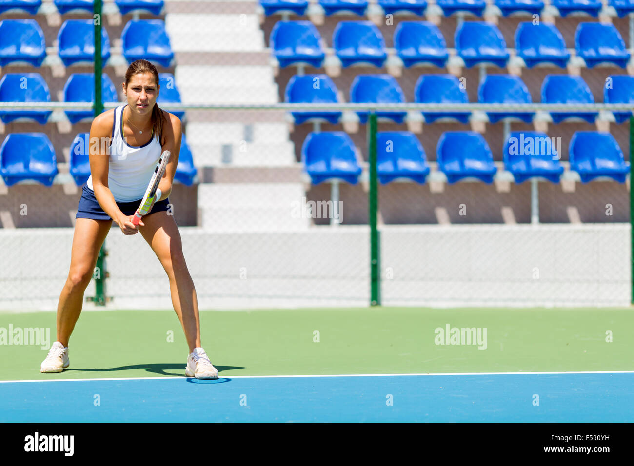 Female tennis player in a receiving service stance - Stock Image