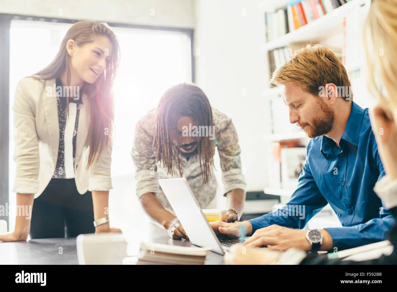 Cowerkers brainstorming in office - Stock Image